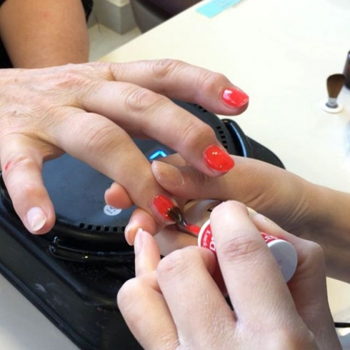 If you find this video as mesmerising as us, it must be time for a trip to Fancy Nails! . . . #nails #nailart #shellac #nailpolish #fancynails #gungahlin #gungahlinvillage #canberra